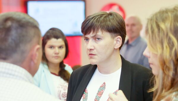 Надежда Савченко перед началом пресс-конференции, посвященной созданию политической партии Общественно-политическая платформа Надежды Савченко. 25 мая 2017