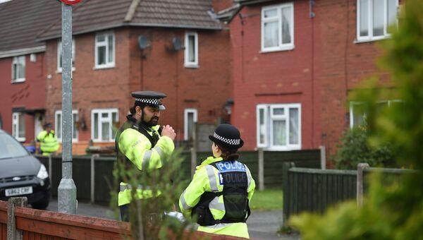 Полицейские у дома террориста-смертника Салмана Абеди в Манчестере