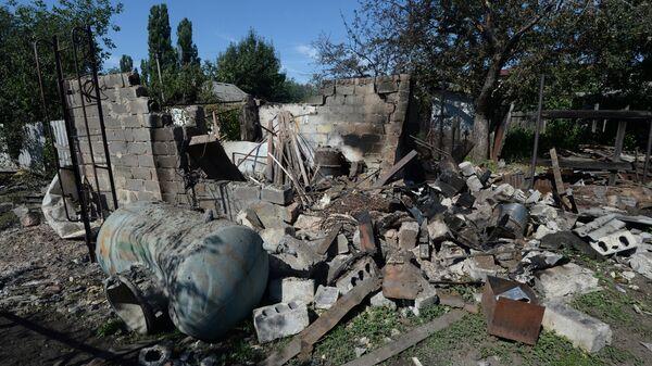 Поселок Красногоровка под Донецком после артиллерийского обстрела украинскими силовиками. Архивное фото