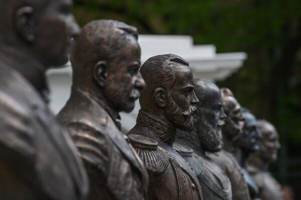 Монумент Николая II на открытии Аллеи Правителей в Москве