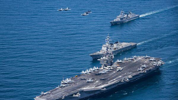 Авианосец ВМС США Карл Винсон в сопровождении корейских эсминцев Sejong the Great и Yang Manchun