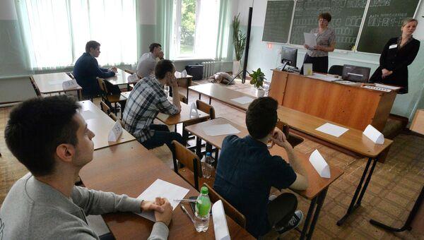 Сдача экзамена в школах России. Архивное фото