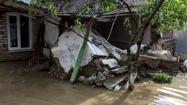 Жилой дома в поселке Левокумка Ставропольского края , пострадавший в результате паводка