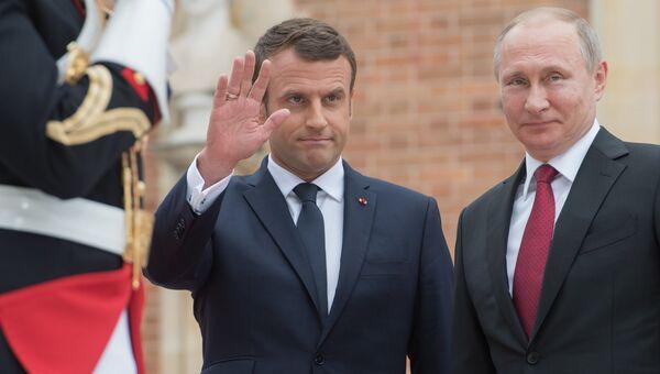 Президент России Владимир Путин и президент Франции Эммануэль Макрон во время встречи в Париже. 29 мая 2017