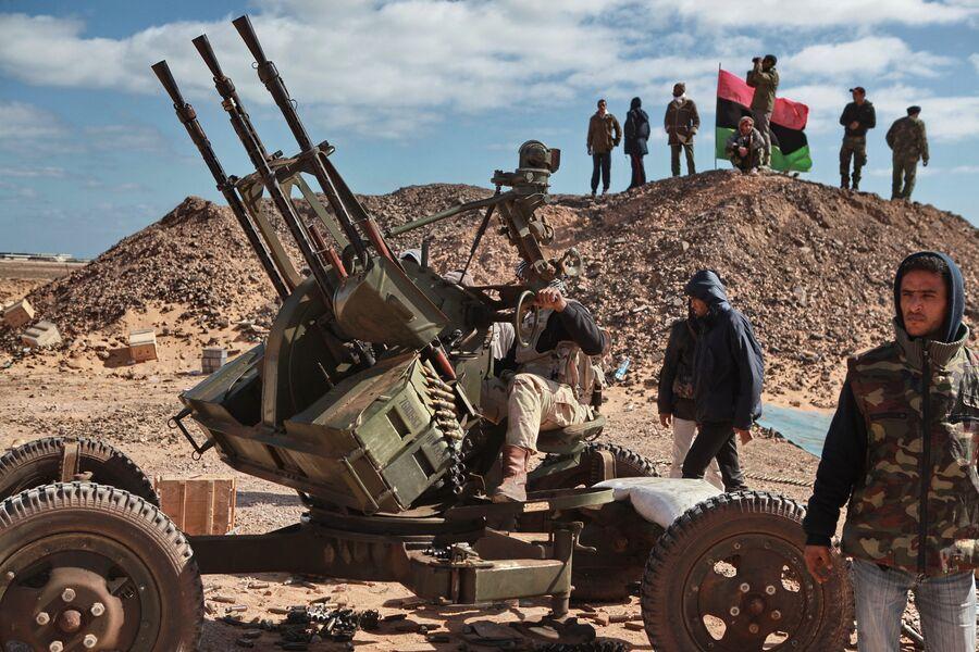 Расчет зенитного пулемета в окрестностях города Бин Джавад, Ливия