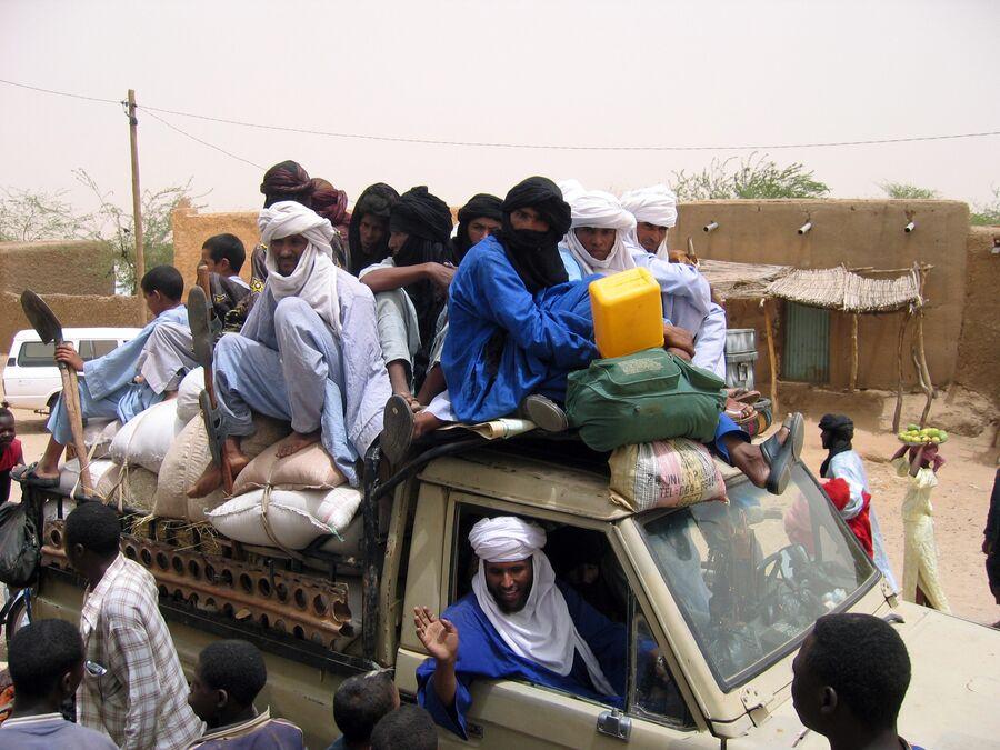 Автомобиль с беженцами в Агадесе, недалеко от границы Ливии и Алжира. 5 июля 2007