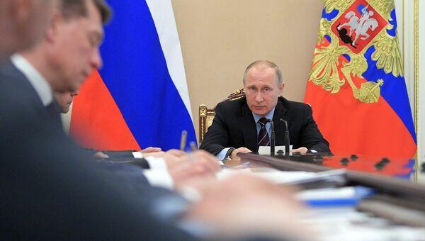 Президент РФ Владимир Путин проводит совещание по экономическим вопросам. 30 мая 2017