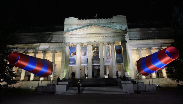 Государственный музей изобразительных искусств имени А.С. Пушкина с инсталляциями Александра Пономарева Ветрувианский человек