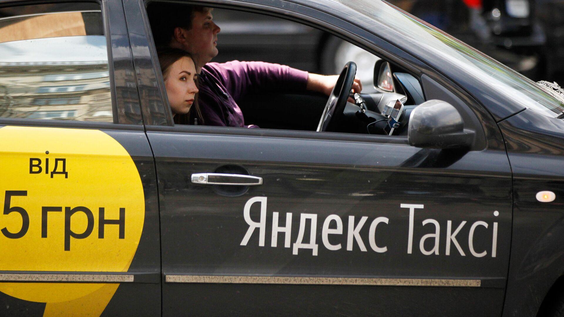 Автомобиль службы Yandex-такси в Киеве - РИА Новости, 1920, 29.07.2021