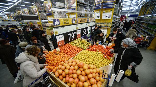 Посетители в гипермаркете