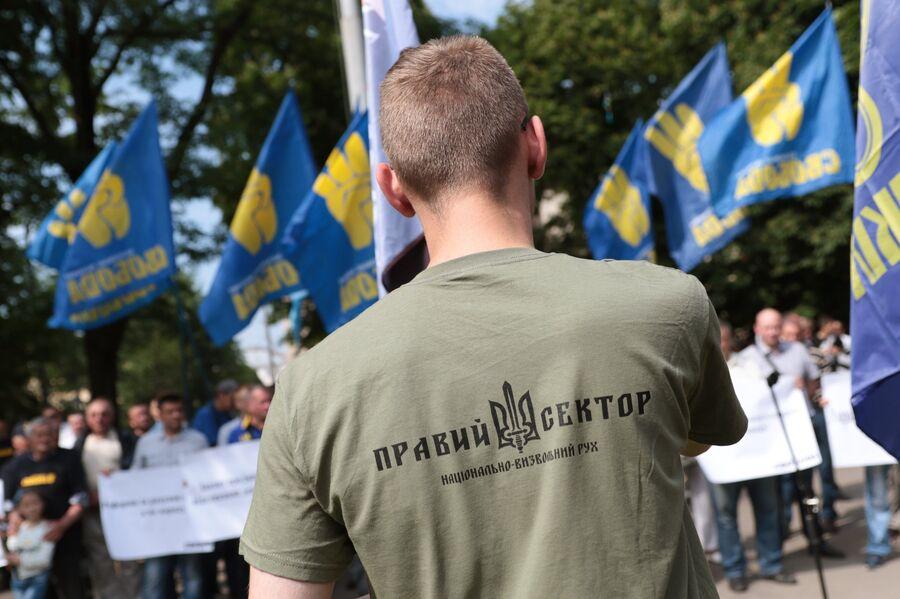 Сторонник Правого сектора (организации, запрещенной в России) на митинге националистов во Львове. 30 мая 2017