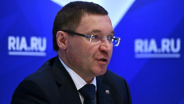 Губернатор Тюменской области Владимир Якушев во время интервью РИА Новости на Санкт-Петербургском международном экономическом форуме 2017