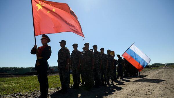 Участники российской и китайской команд на церемонии закрытия международного конкурса Отличники войсковой разведки. Архивное фото