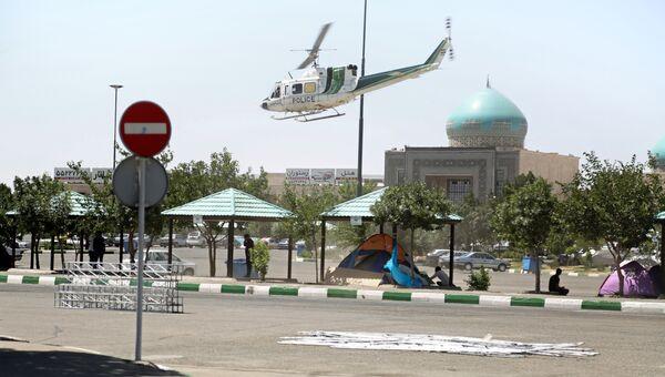 Полицейский вертолет возле мавзолея Хомейни в Тегеране. 7 июня 2017