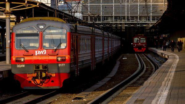 Электричка на платформе Киевского вокзала. Архивное фото