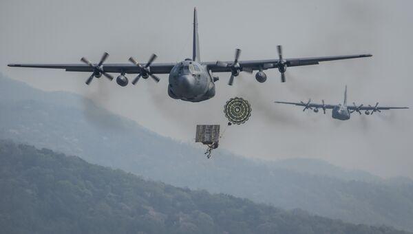 Доставка груза для армии США. Архивное фото