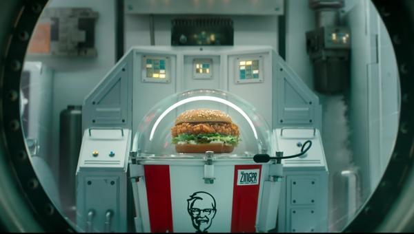 Кадр из ролика компании KFC о запуске бургера в космос