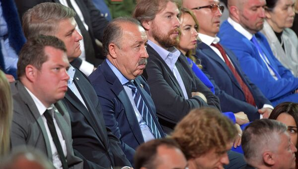 Валерий Газзаев в основной студии московского Гостиного двора во время ежегодной специальной программы Прямая линия с Владимиром Путиным. 15 июня 2017