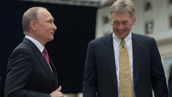 Владимир Путин и Дмитрий Песков. Архивное фото