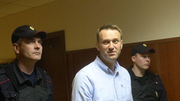 Алексей Навальный перед заседанием в Мосгорсуде. 16 июня 2017