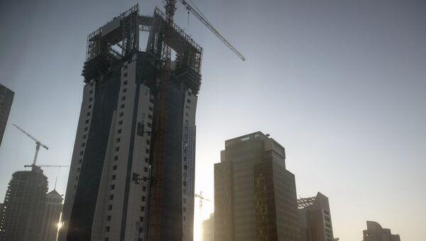 Строящиеся небоскребы в столице Катара Дохе. Архивное фото