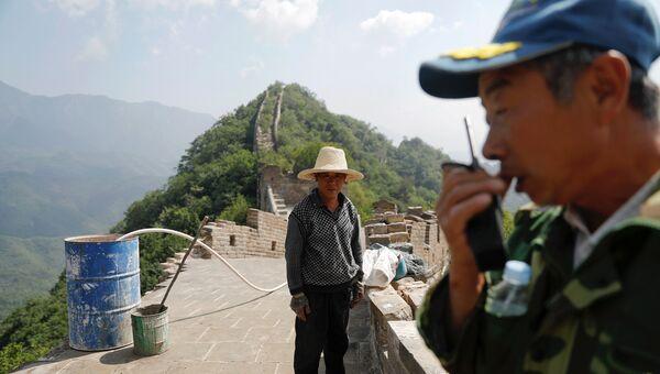 Рабочие во время реконструкции участка Великой Китайской стены