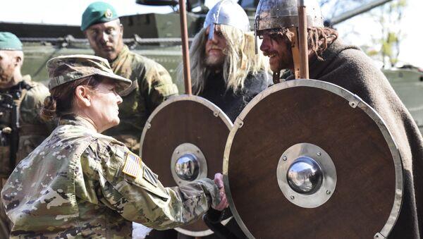 Командир сержант-майор США Шерил Лион и Норвежский викинг в Осло