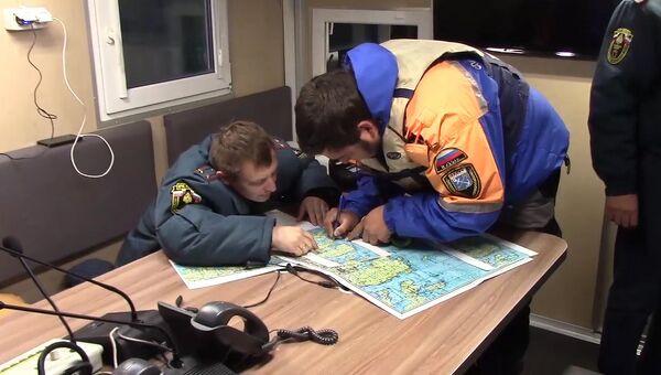 Работа спасателей МЧС РФ по поиску пропавших на Ладожском озере подростков