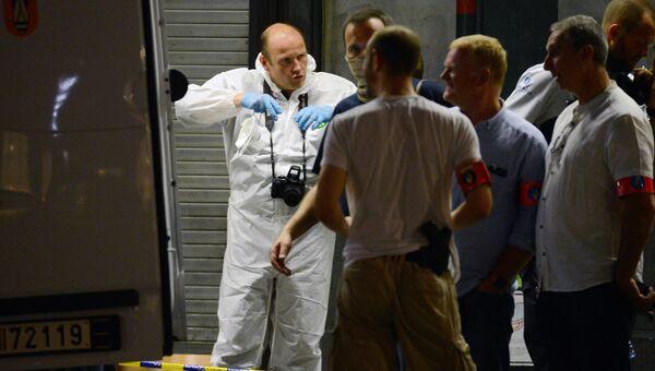 Криминалисты работают на месте теракта на центральном вокзале Брюсселя
