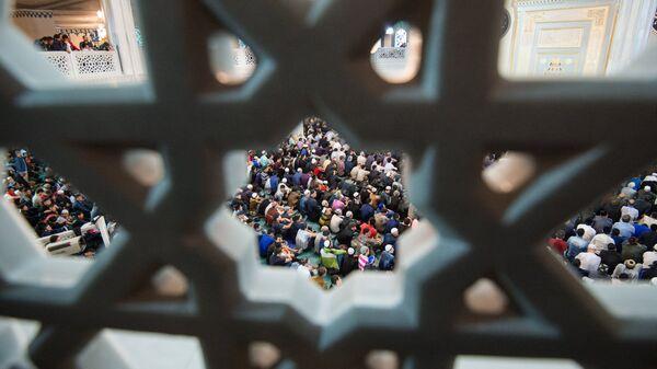 Мусульмане в мечети во время Рамадана. Архивное фото