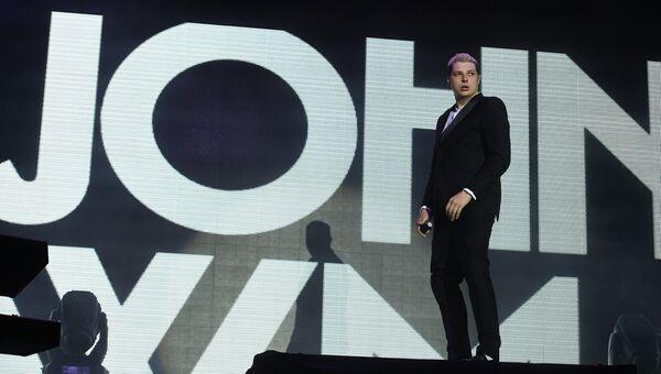Британский певец Джон Ньюмен выступает на музыкальном фестивале Bosco Fresh Fest 2017 в московском музее-заповеднике Царицыно