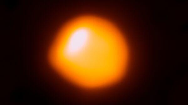 Звезда Бетельгейзе, красный сверхгигант