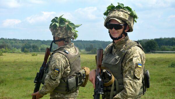 Солдаты ВСУ во время учений во Львовский области. Архивное фото