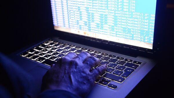Программный код на экране ноутбука