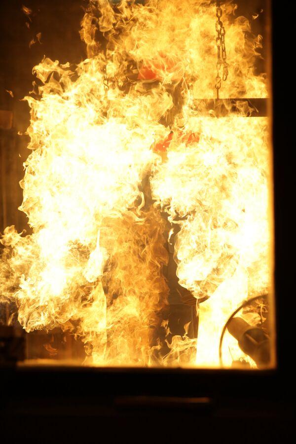 Испытания костюма на стойкость к воздействию открытого пламени
