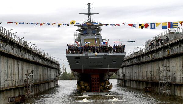 Церемония спуска на воду корвета Гремящий проекта 20385 на заводе ПАО СЗ Северная верфь в Санкт-Петербурге. 30 июня 2017