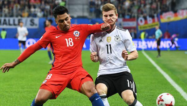 Игровой момент финального матча Кубка конфедераций-2017 по футболу между сборными Чили и Германии