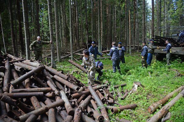 Работа экспедиции тяжела: волонтерам приходится очищать острова от тяжелых металлических объектов