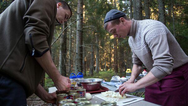 Все продукты питания участники экспедиции везут с собой. Запасы делаются на все время смены