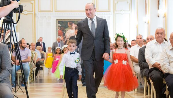 Глава Карачаево-Черкесской республики Рашид Темрезов на церемонии награждения в честь Дня семьи, любви и верности. Архивное фото