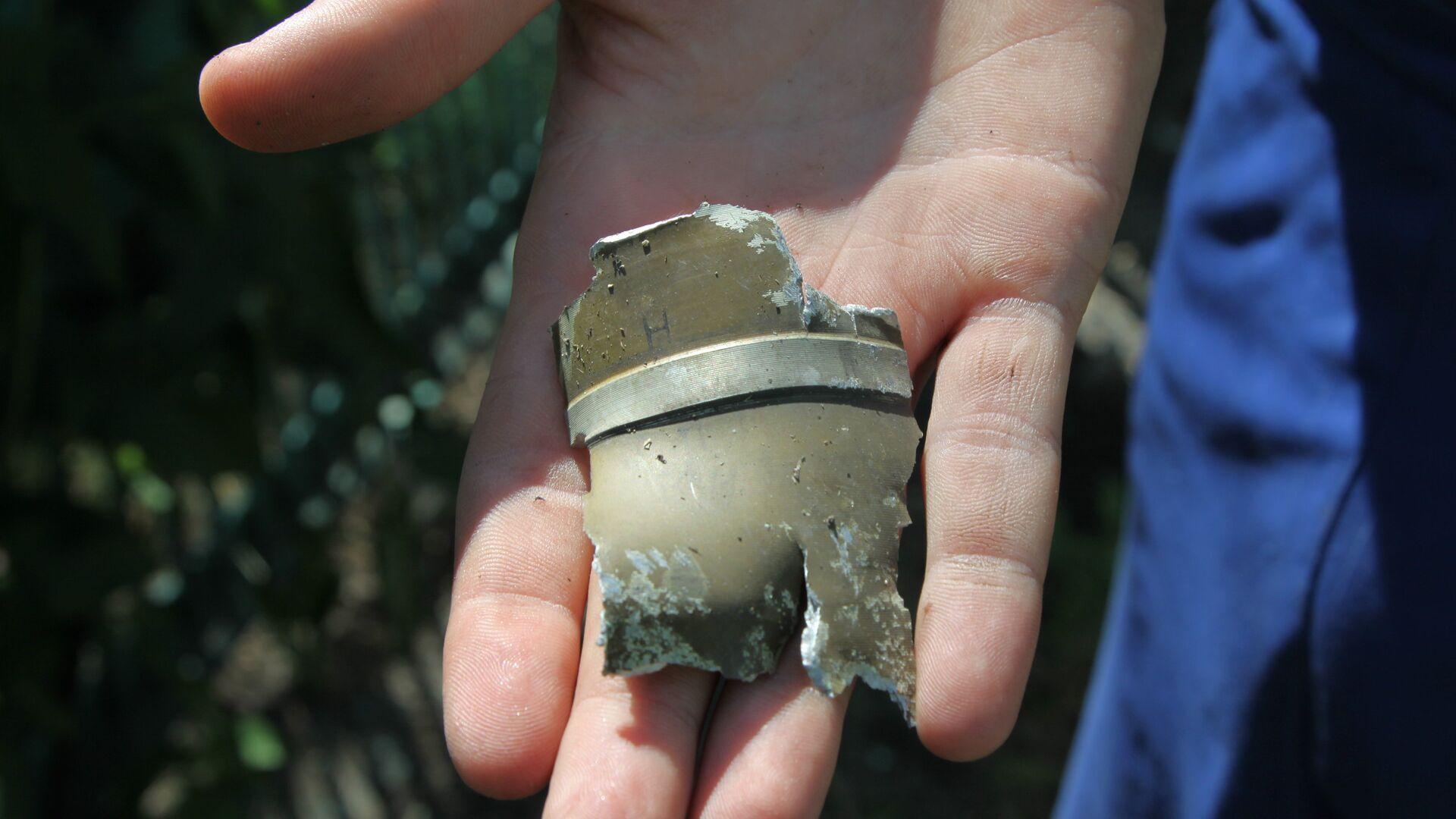 Фрагменты снаряда, найденные на месте минометного артобстрела - РИА Новости, 1920, 09.05.2021