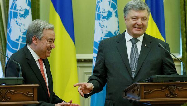 Генеральный секретарь ООН Антонио Гутерреш на совместной пресс-конференции с президентом Украины Петром Порошенко в Киеве 9 июля 2017