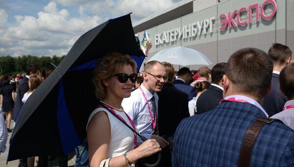 Посетители выставки Иннопром - 2017 в международном выставочном центре Екатеринбург-ЭКСПО. Архивное фото
