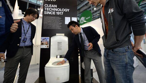 Стенд компании японской умной сантехники TOTO в экспозиции на 8-й Международной промышленной выставке Иннопром - 2017 в международном выставочном центре Екатеринбург-ЭКСПО