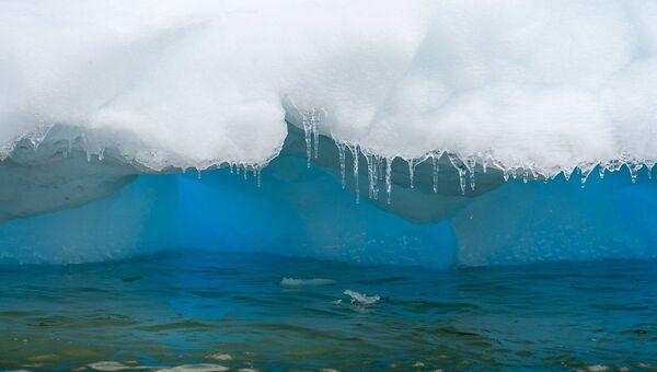 Тающий лед в Антарктиде