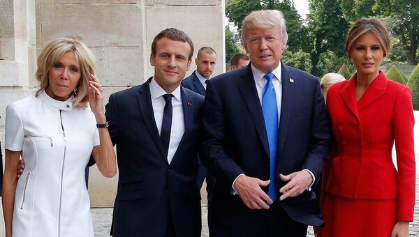 Президент США Дональд Трамп с супругой Меланьей и президент Франции Эммануэль Макрон с супругой Брижит Макрон. 13 июля 2017