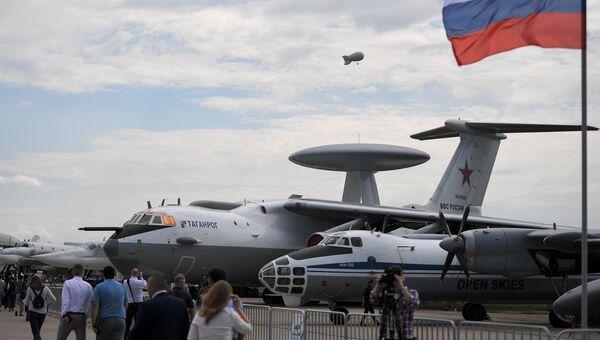 Самолет воздушного наблюдения и аэрофотосъёмки Ан-30 и самолет дальнего радиолокационного обнаружения и управления А -50У представленные на МАКС-2017