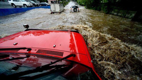 Автомобили в воде