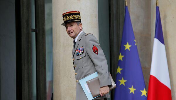 Начальник Главного штаба вооруженных сил Франции генерал Пьер де Вилье в Елисейском дворце. 13 июля 2017