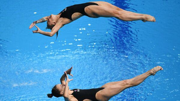 Соревнованиях по синхронным прыжкам в воду с трамплина. Архивное фото